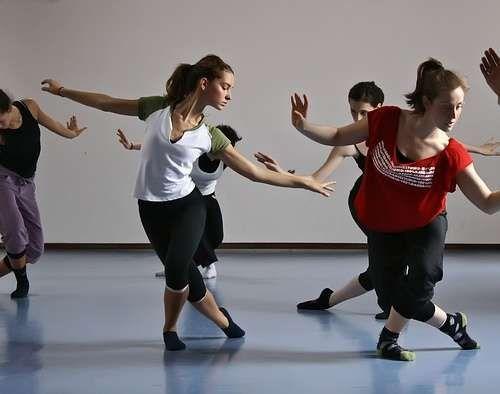 Pasion por la danza me gusta mucho la danza y dejarme llevar por la musica