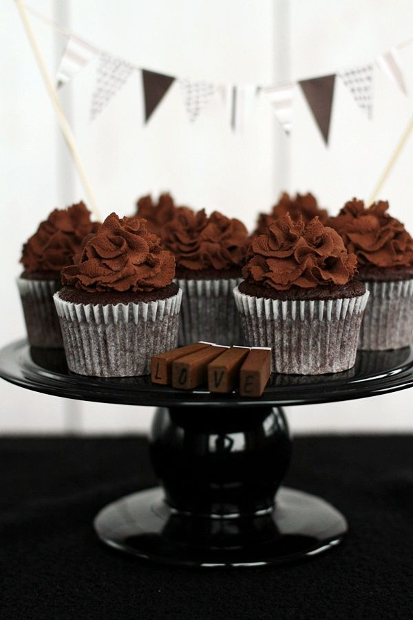 Chocolate Cupcakes with Espresso and Toffee... I fancy making these for my birthday this year!!