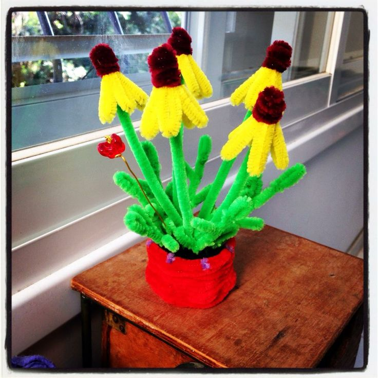 Pipe cleaner chamomile flower pot. Pipe Cleaner Crafts for KIDS. explanations and tutorials are available on the site