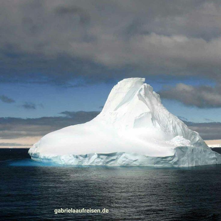 Eisberg in der Antarktis.  #iceberg in #antarctica  #gabrielaaufreisen #eisberg #antarktis
