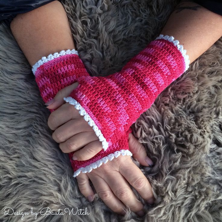 Pretty crocheted half gloves by BautaWitch. Free pattern (translation button available) at BautaWitch.se. Welcome!