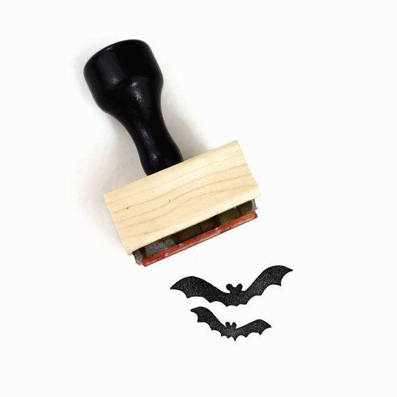 Ehi, ho trovato questa fantastica inserzione di Etsy su https://www.etsy.com/it/listing/476112281/timbro-di-gomma-pipistrelli-artigianato