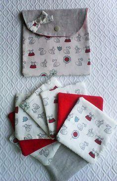 Lingettes lavables et leur pochette,tissu imprimé petites souris,pour la toilette de bébé ou le démaquillage de sa maman. : Puériculture par kate27