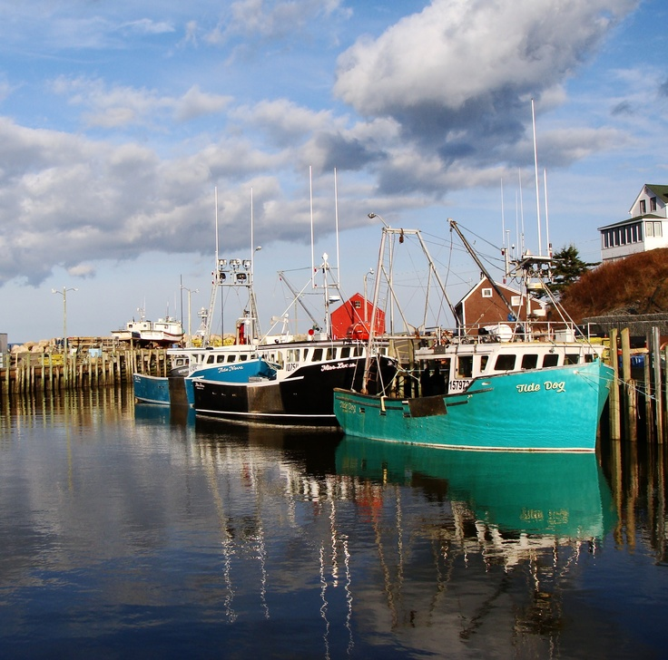 this is Halls Harbour located along the shores of the Bay of Fundy in Annapolis Valley ,Nova Scotia