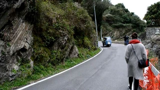 Tutut 🚨 #vernazza #cinqueterre #5terre #italie #italy #italia #igerslaspezia #ig_liguria #igersliguria #igersitalia  #ligure_super_pics #perlestradedellaliguria #volgoliguria #volgoitalia #volgolaspezia #visititaly #visititalia #loves_italia #adayinitaly #ontheroad #truck #tiny #pretty  #prettylittleitaly #roadtrip #travel #travelgram #photographer #nikon by (florie_tblr). igerslaspezia #igersliguria #photographer #loves_italia #truck #visititaly #ig_liguria #ontheroad #volgoliguria #italy…