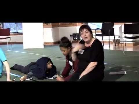 Teaching Shakespeare | Introducing Iambic Pentameter |Royal Shakespeare Company - YouTube