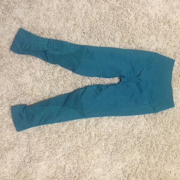 Lululemon athletica teal zone-in crop Lululemon Athletica teal zone-in crops - only worn once! Size 4, but they run small. No snags, no holes, no pilling. lululemon athletica Pants Leggings