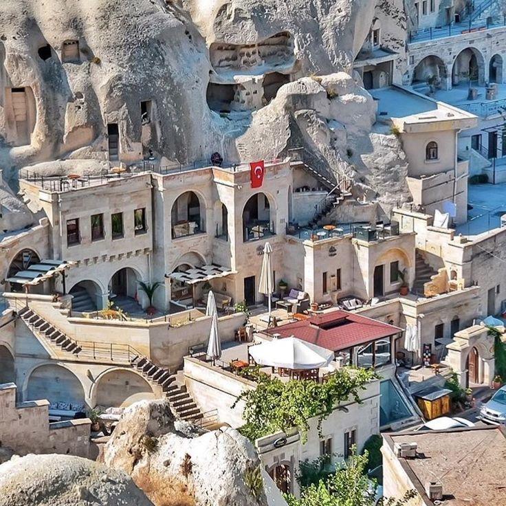 Deniz kum plaj tatilinden sıkıldıysanız, bayram'da Kapadokya'yı öneririz  #peribacaları #balongezisi #günbatımı #atvsafari #zelve #göremeaçıkhavamüzesi #yerellezzetler ve daha sayamadığımız birçok şey...  www.kucukoteller.com.tr/kapadokya-otelleri.html Fotoğraf Göreme Miras Hotel'den...