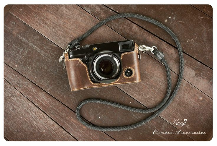 The Fuji x-Pro 1 looks great in this Kenji Leather case.