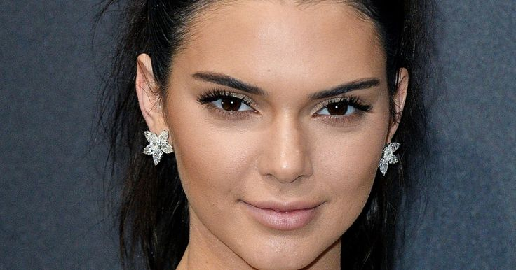 "An expert weighs in on Kendall Jenner's ""acne-fighting"" mask."