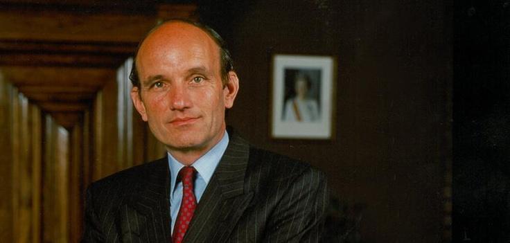 Op 22 april 1987 werd Frank Houben benoemd tot commissaris van de koningin. Zijn officiële afscheid vond plaats op 27 september 2003, waarna hij kamerheer in buitengewone dienst van de koningin werd. Houben werd opgevolgd door Hanja Maij-Weggen.