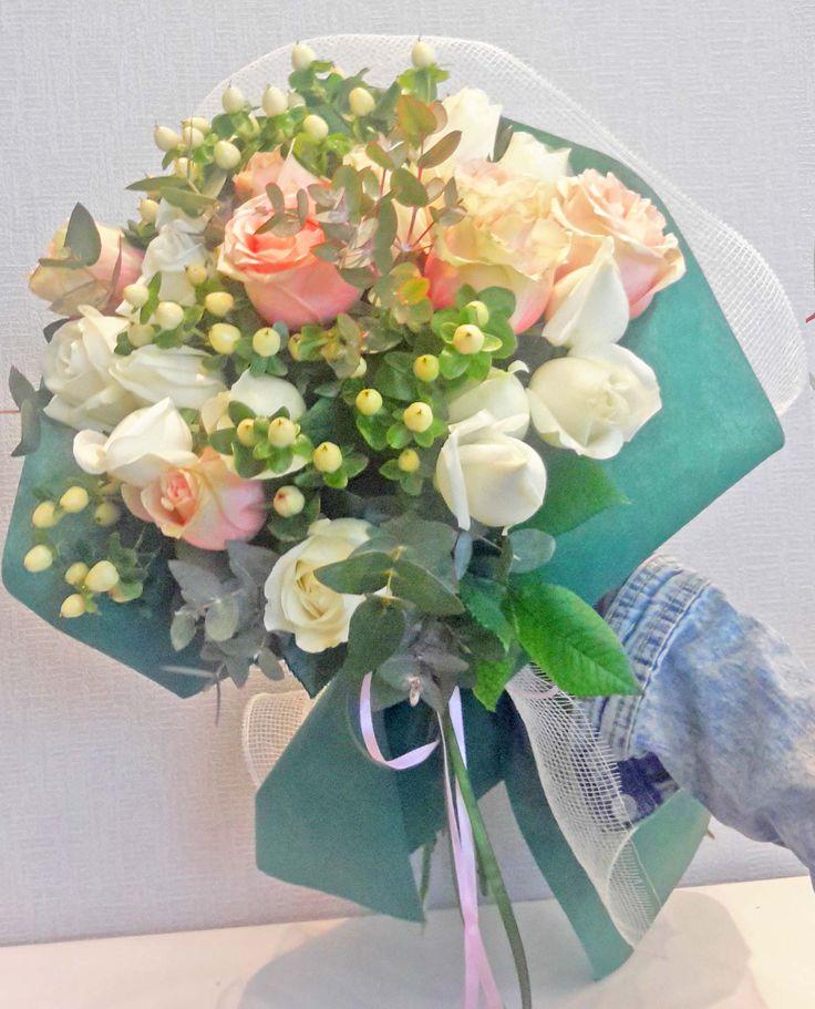 Μπουκέτο με τριανταφυλλα, ευκάλυπτο και hyper coco