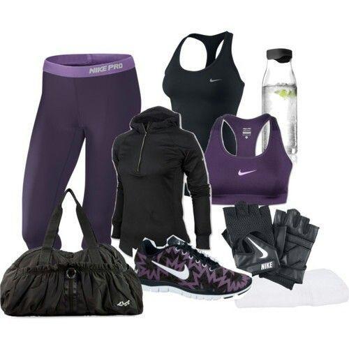 Conjunto violeta y negro de ropa fitness