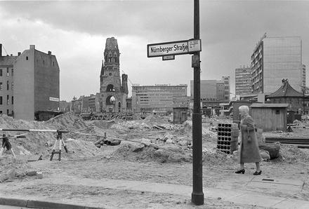 Kahle Fläche; Budapester Straße, Ecke Nürnbergerstraße (April 1960)