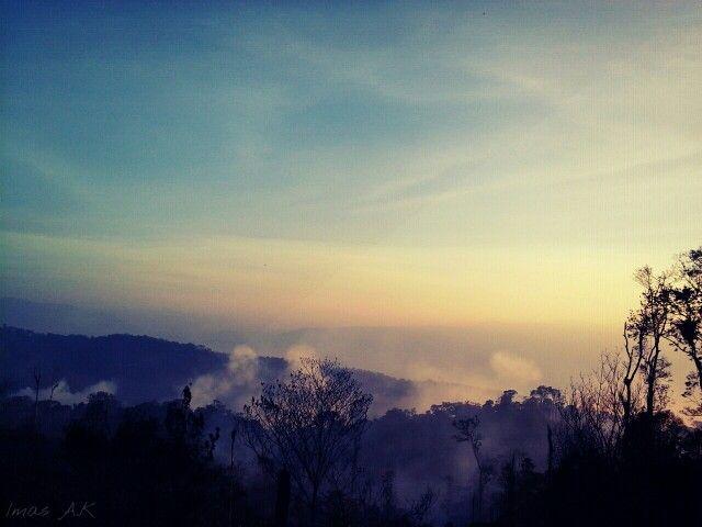 Kebakaran di kawasan hutan lindung. Gayo Lues, Aceh, Indonesia.