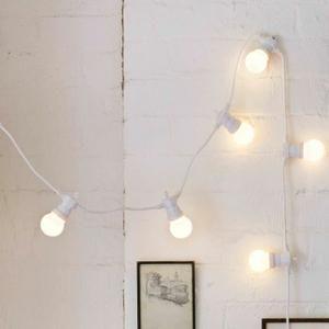 • 60 Globes Plexiglas avec LED Blanc Chaud • 15m de LED ; 1,50m de Câble d'Alimentation Blanc • Type D'Ampoule : LED • Type d'Alimentation : Transformateur 31v  • Possibilité de Raccorder jusqu'à 30m Depuis Une Seule Prise • Pour Intérieur et Extérieur