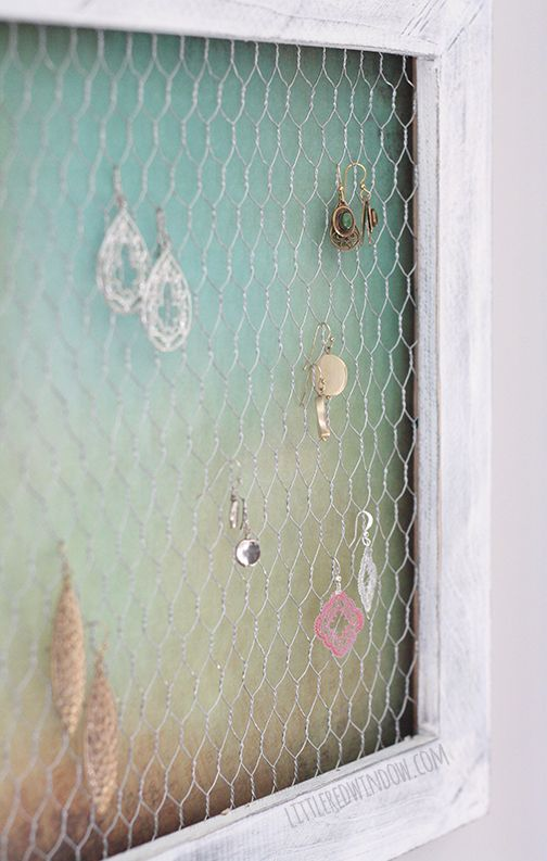 Wire Earring Holder DIY  |  littleredwindow.com  |  Keep your jewelry organized with this simple earring holder, it's really easy to make!