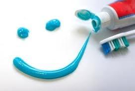 El flúor en los dientes de los niños  http://lacaries.es/el-fluor-en-la-infancia/