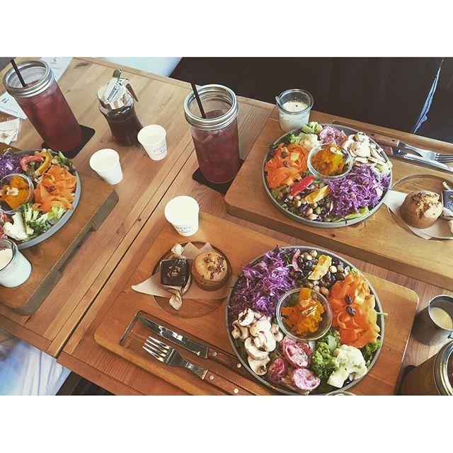☕️ . #roccafriends . 彩り最高👌🏽 かなりボリューミーでした。 . お腹いっぱいなったよ😁 . おしゃれまいこちゃんが連れてて くれたよ!!ありがとう〜〜💗 . 続きは、写真いっぱいやし @926ar  に更新しよう!! .  #instpic#instgood#instphoto#ig_food#like4like#osaka#cafe#coffee#lunch#mama#ママライフ#ランチ#ママ友#カフェ#おしゃれ#カフェ巡り#カフェ部#ロッカアンドフレンズ#ヘルシー#暮らし#高槻#大阪カフェ#北摂#野菜#彩り#ボリューミー