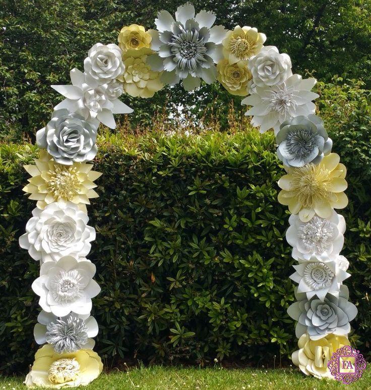 Свадебная арка из больших цветов