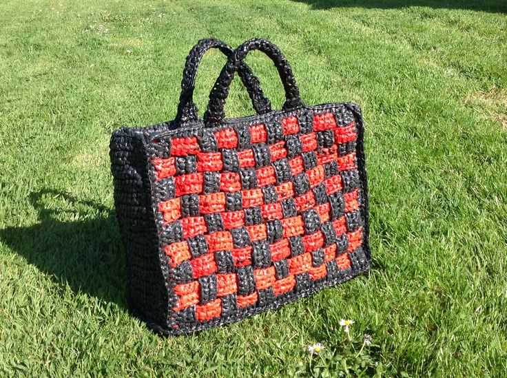 sac cabas crochet enti rement avec des sacs plastique crochet plastique ruban ou tissus. Black Bedroom Furniture Sets. Home Design Ideas