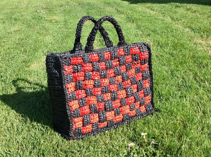 sac cabas crochet enti rement avec des sacs plastique crochet plastique ruban ou tissus. Black Bedroom Furniture Sets. Home Design Ideas