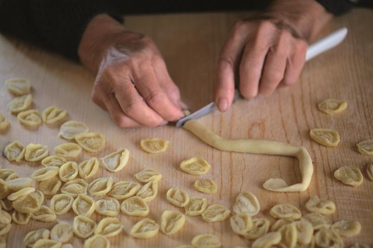 La preparazione delle #orecchiette pugliesi #food