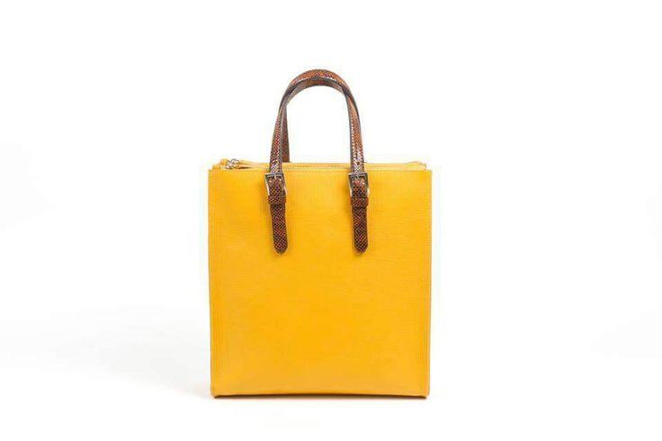 Conferă un aer aparte ținutelor tale și strălucește în această toamnă optând pentru poșete YVY BAGS în nuanțe superbe, ce îți vor pune în valoare outfit-urile stylish.  Descoperă mai multe poșete, pe www.yvybags.ro #loveYVYBags #leatherhandbags #YVYBagsfactory #loveourjob #clutch #fashion #bags