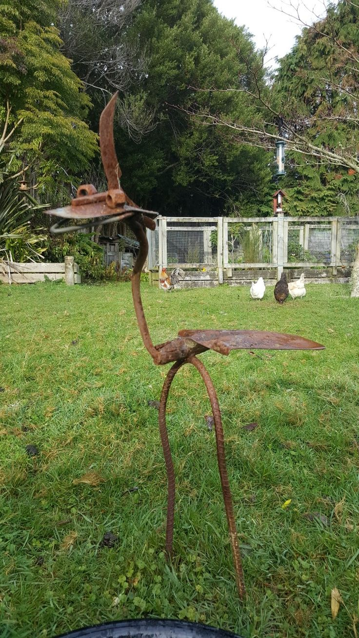 Odd bird (Garden ornament)