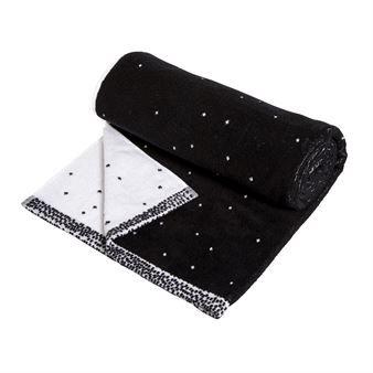 La toalla de baño Dotty de la marca de diseño danés OYOY es una toalla suave y agradable hecha de algodón terry. Está disponible en versión toalla de mano y de baño, que son agradables de combinar y dar de esta manera un look uniforme en tu cuarto de baño. La toalla tiene un modelo juguetón de lunares, con un lado en color negro de base y blanco en el opuesto.