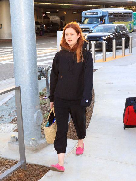 Bonnie Wright Photos Photos - Bonnie Wright is seen at Los Angeles International Airport. - Bonnie Wright at LAX
