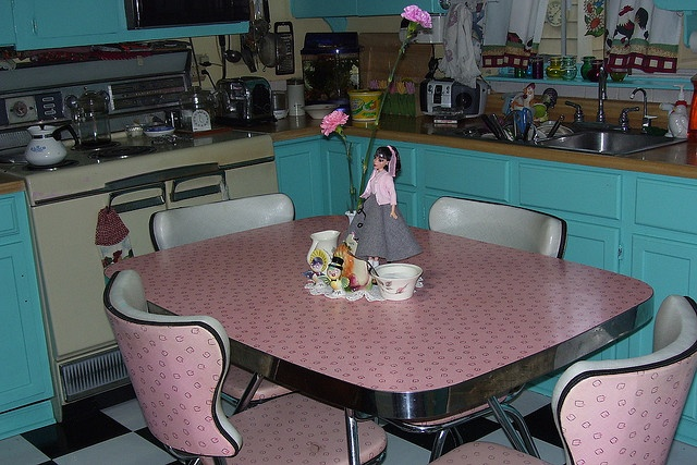 our table set was very similar, in green.  (retro kitchen)