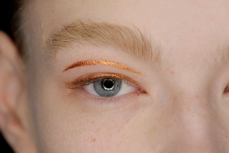 Andrew Gallimore used MAC Pigment in Copper Sparkle to create precise parallel lines at the lashes and in the crease of the lids for a graphic yet simple beauty at Holly Fulton - VOGUE beauty