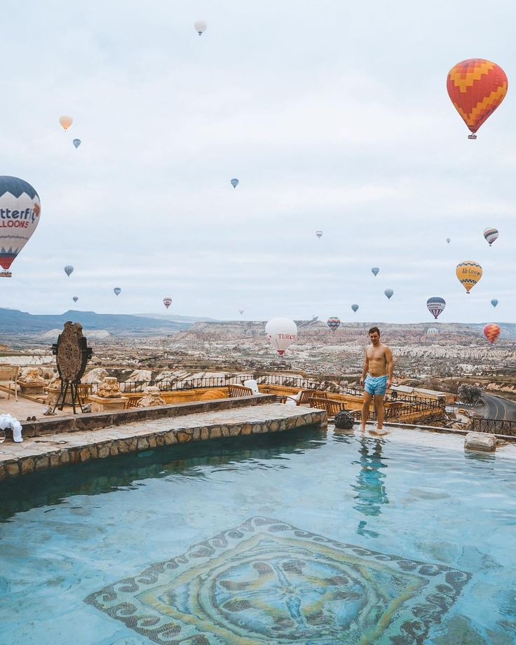 @youmewander Can't go wrong with views like this 🤙🏼 @museumhotel has one of the best views for balloon watching in Cappadocia 🎈. I think it's voted as one of the best boutique hotels in Europe and I can honestly say it's insane 🙌🏻 @seachiic and I stayed in a cave room suite for a few nights and had such a great time! Already planning on coming back next year 👌🏽