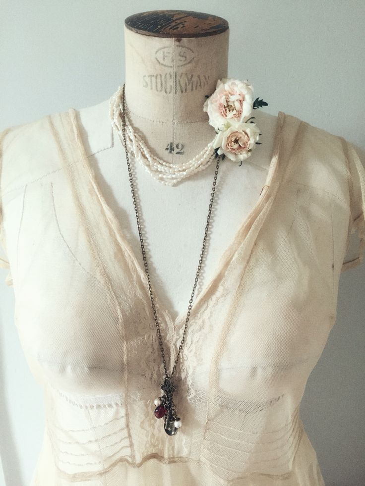 Vintage style hand made spoon necklaces. Antique bronze fairy tale jewelry on www.varalusikka.fi