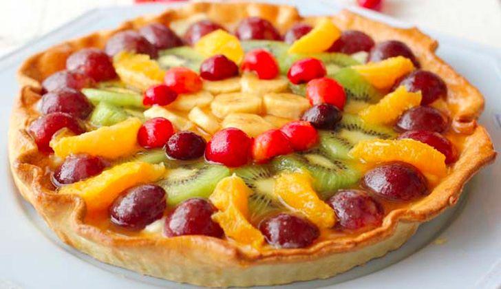 Esta tarta veraniega de crema y frutas es el perfecto postre para días de calor