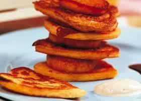 Wentelteefjes met gebakken appels en kandijsiroop