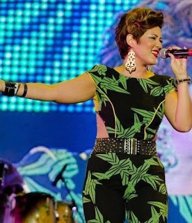 Reggae-Soul Songstress Tessanne Chin dressed in Caribbean inspired jumpsuit during performance #fashion