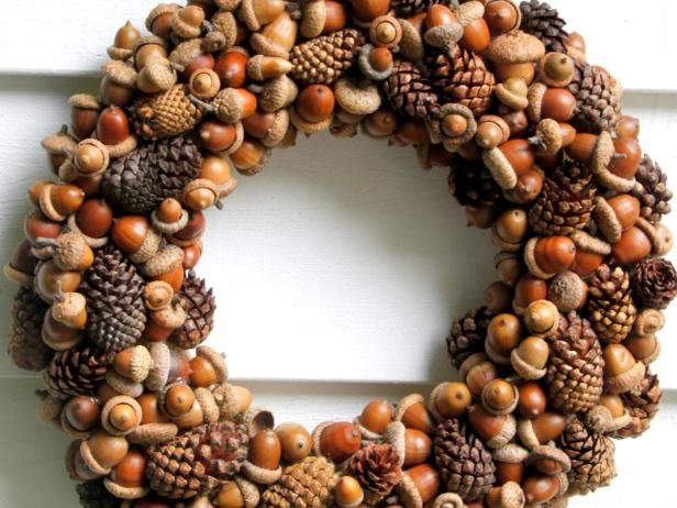 Capture the beauty of fall with this versatile woodland wreath complete with acorns and pinecones from HGTV Gardens.