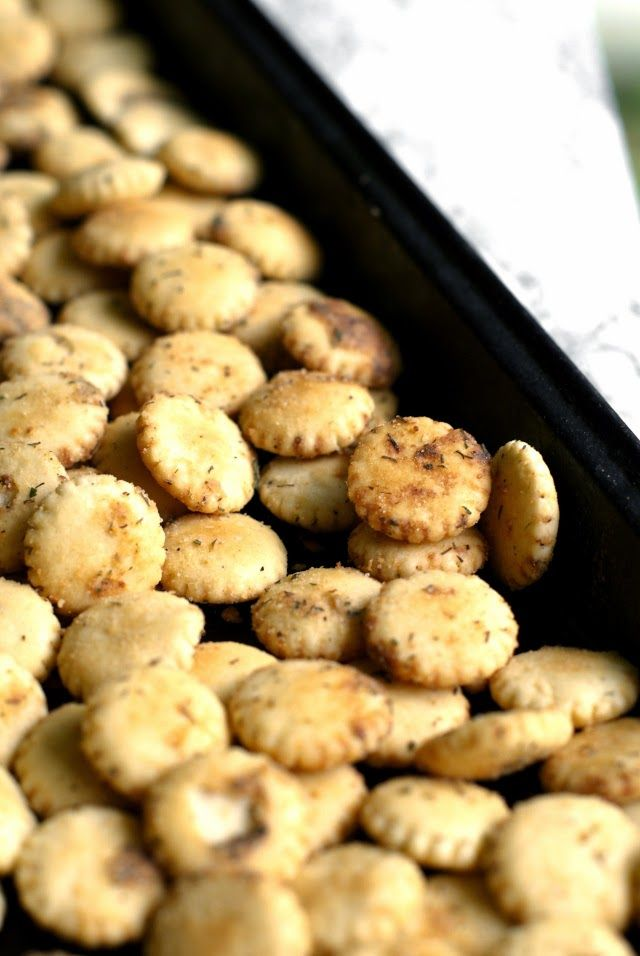 Easy Ranch Oyster Crackers | thetwobiteclub.com