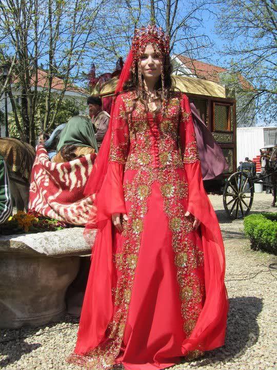 'Hatice Sultan'ın Muhteşem Kırmızı Gelinliği yeni 2012 modası moda treni 2012