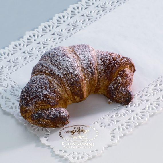 Crosant z nutellą Pożywny, delikatny rogalik, wypełniony kremem czekoladowo - orzechowym.