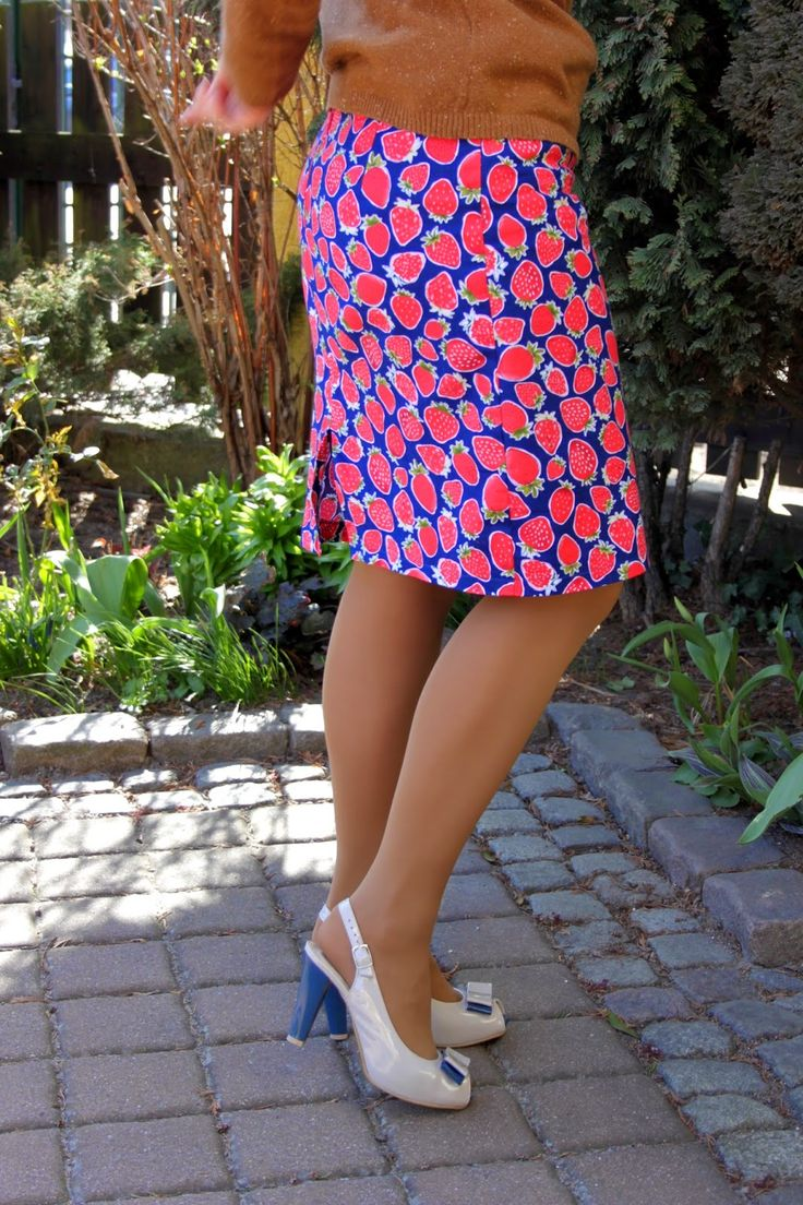 Strawberry skirt http://craftoholicshop.com/pl/searchquery/strawberries/1/phot/5?url=strawberries