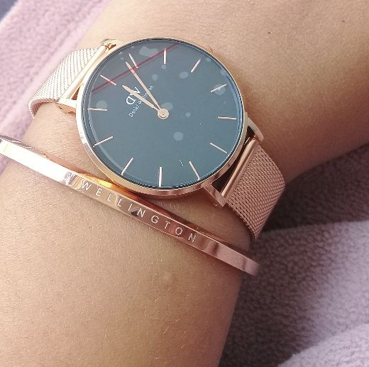 Daniel Wellington a famous Swedish watch brand.  I'm sure by now all of you know about this brand. Looking at daniel Wellington's website made my heart melt like chocolate. …