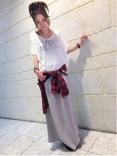 ロング・マキシ丈のスカート(グレー)のコーデ!人気のグレーのロング・マキシ丈スカートを紹介! | Lady's Code Collection