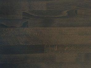 <p>Med lidt olie og en nænsom hånd er en bordplade i massivt træ, det smukke, naturlige midtpunkt i dit nye køkken. En bordplade i massivt træ er en tidløs klassiker og vil nok overhøre mange års samtaler i køkkenet.<br /><br /><strong>Dybde</strong> Op til 1.240 mm<br /><strong>Tykkelse</strong> 30 mm eller 60 mm<br /><strong>Længde</strong> Maks. 4.950 mm</p> <p>Priser angivet for 30 mm tykkelse i 391-620 mm dybde.<br />Alle p...