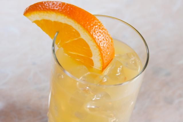 The Sloe Screw is a popular orange juice and sloe gin mixed drink. Learn how to make it and discover the many variations of this great drink.