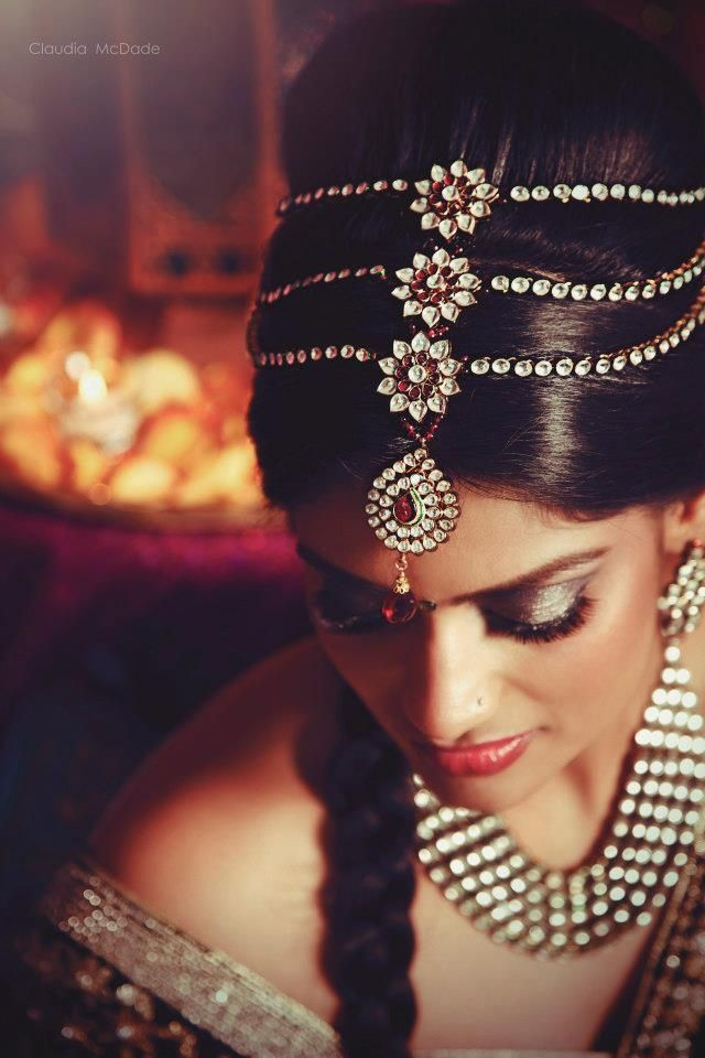 indian bride tikka jewelry - Claudia McDade Photography - three strand layered tikka in hair - More here - www.indianweddingsite.com/10-maang-tikka-jhoomar-looks/