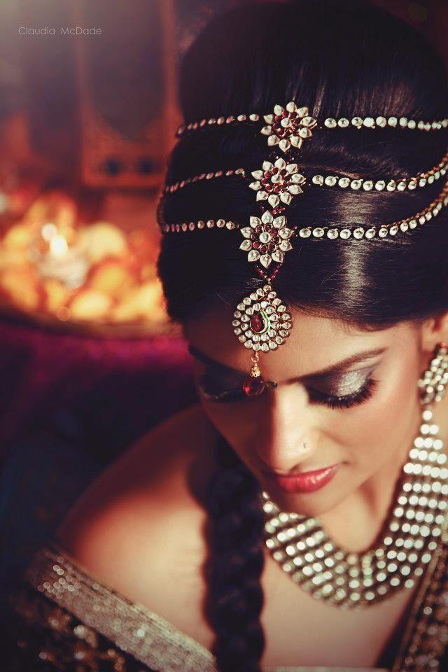 indian bride tikka jewelry - Claudia McDade Photography - three strand layered tikka in hair - More here - www.indianweddingsite.com/10-maang-tikka-jhoomar-looks/