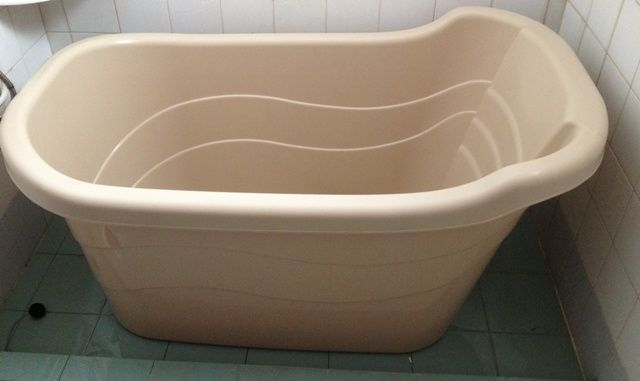 Sale of plastic bathtubs